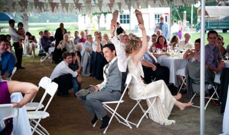 juegos-de-boda-pareja-con-silla