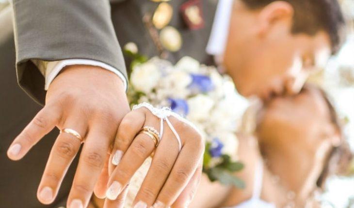 Alianzas de boda en que dedo se pone