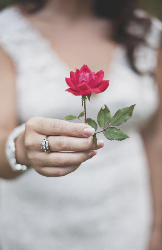 D nde se pone el anillo de compromiso usos y costumbres - En que mano se lleva el anillo de casado ...